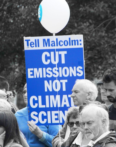 Cut emissions not climate science - Melbourne rallies in a Sea of white balloons #CSIROcuts