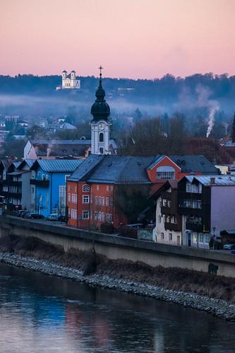 Vollmondmorgen über Burghausen | by www.altstadthotels.net