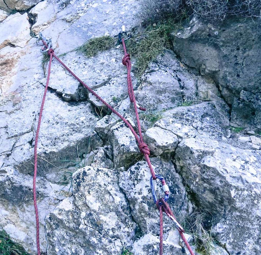 Detalle de la reunión con tres clavos a cañón