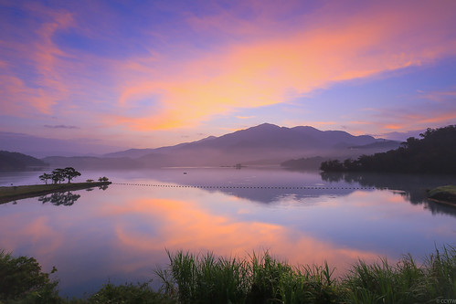 日月潭 火燒雲 日出 晨 出水口 水社大山 dawn sunrise clould fierysky sunmoonlake nantou taiwan 倒影 reflections 南投