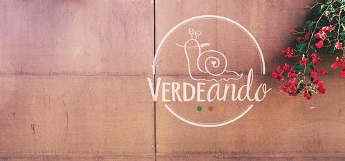 Verdeando Fest logo fondo madera | by De tu Sueño y Letra
