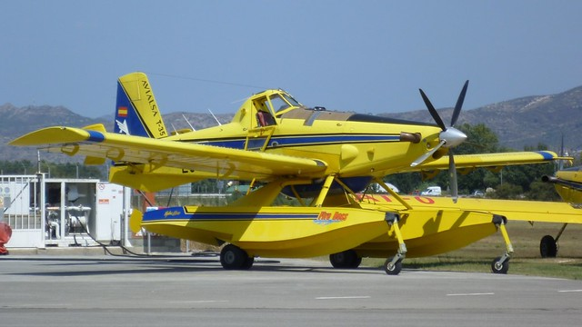 Air tractor AT-802 AF en el aerodromo de Empuriabrava