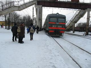 RZD ER2R-3060. Stolbovaya. BMO line train and passengers.
