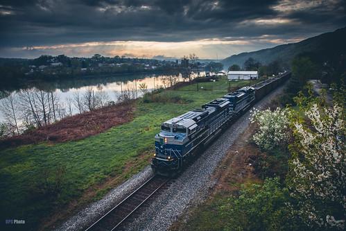 railroad sunset us unitedstates pennsylvania trains monongahela stormlight monongahelariver emdx emddemonstrator csxmonsub emdx1203 csxe280