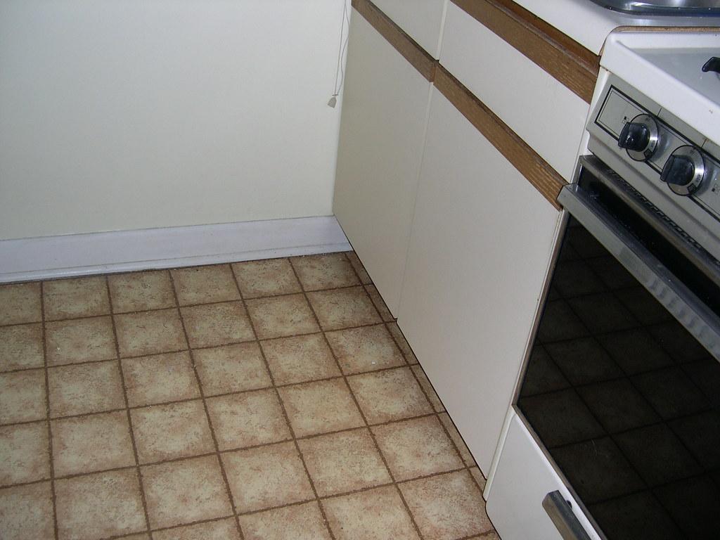 Ugly linoleum kitchen floor   Shauna Daly   Flickr