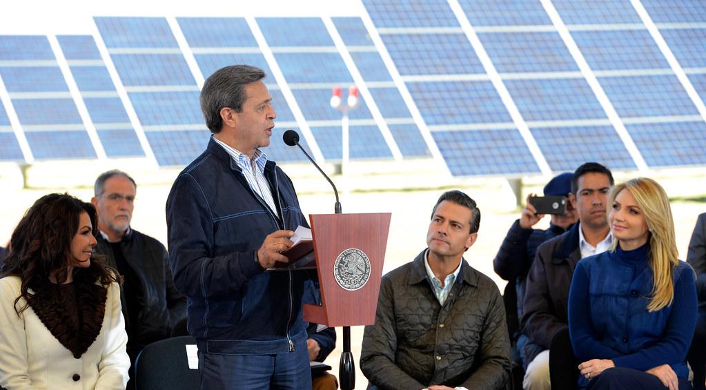 """Inauguración de la Fábrica de Paneles Solares """"Iusasol"""""""