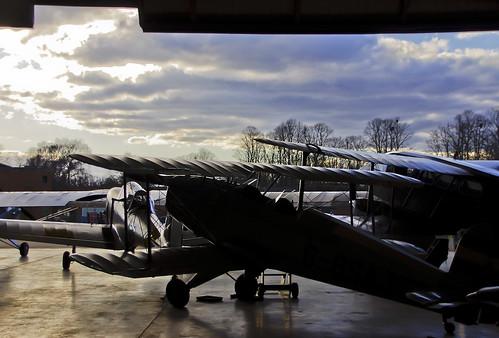 uk inglaterra sunset england museum backlight airplane museu shine unitedkingdom aircraft hangar ww2 duxford museo avió cambridgeshire avion vespre contrallum imperialwarmuseum iwm sgm anglaterra regneunit