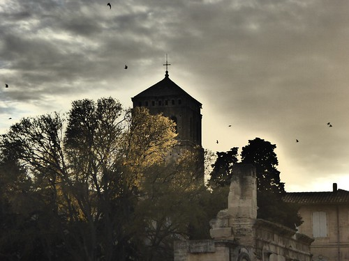 sunset france tower saint tramonto bell campanile provence arles francia provenza trophime