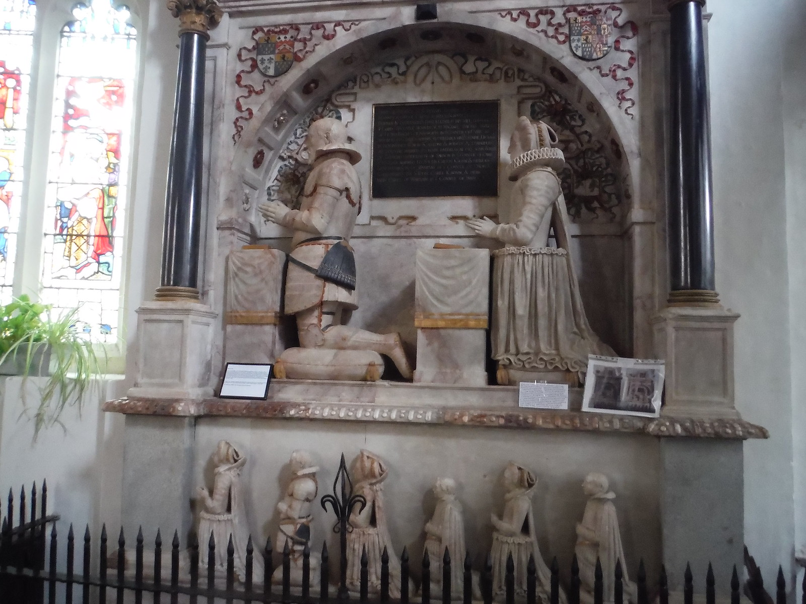 1616 Monument to Robert, Lord Dormer & Family, All Saints, Wing SWC Walk Cheddington to Leighton Buzzard