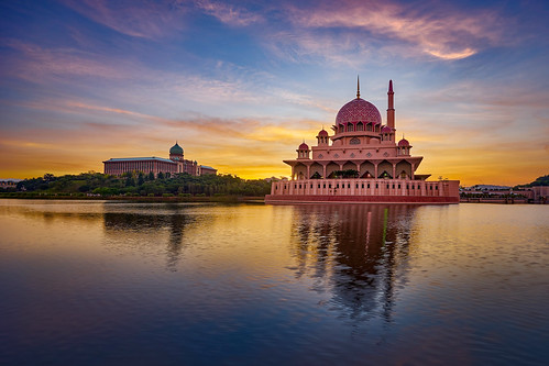 city travel pink blue sky cloud lake reflection building tourism water beautiful architecture modern river asian outside religious scenery worship asia exterior place outdoor minaret muslim islam famous capital religion culture floating style landmark mosque structure east holy malaysia dome destination kuala putrajaya ramadan interest masjid lumpur attraction islamic putra keris tuah landacape masjidputrajaya keristuah