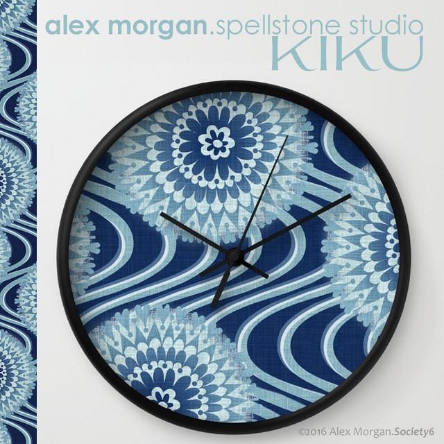 Kiku.wall clock