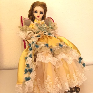 New arrangement on the tree shelf and Mariya stole Shehvar's dress :) | by offgenemi