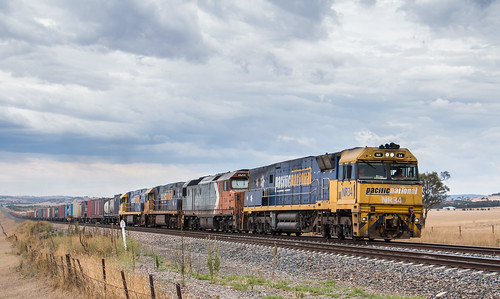 NR34, DL44, NR38 and NR73 on 5MW2 at Cooks Cutting. | by AaronHazelgrove01
