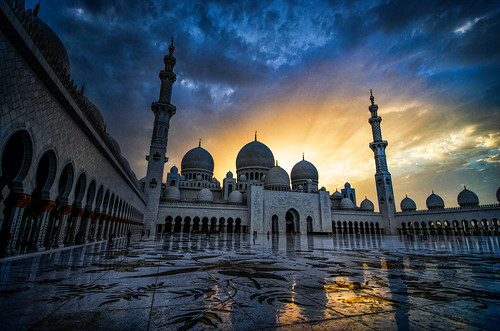 blue sunset white postprocessed reflection tourism tour muslim faith prayer religion praying uae columns landmark mosque abudhabi hour dome sunburst marble unitedarabemirates minarette minarete muslum sheikhzayedmosque