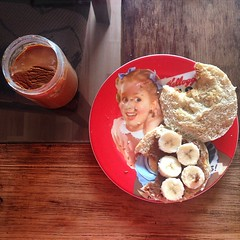 Esta mañana hice mantequilla de almendras...