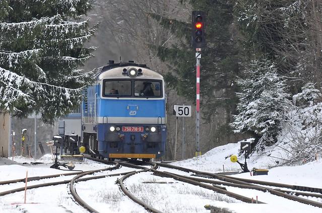 Sp 1709 (Zábřeh na Moravě - Jeseník) při příjezdu do stanice Ostružná