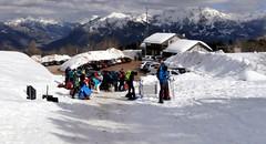 05 I preparativi alla partenza da La Casera dei due gruppi - Escursionismo e Montikids