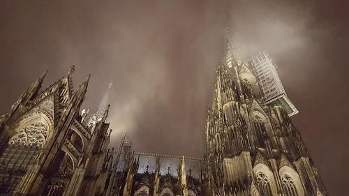 deutschland nebel köln nrw kölnerdom colognecathedral domplatte handybild nebelschwaden domstadt kölnerkirchen samsungs6