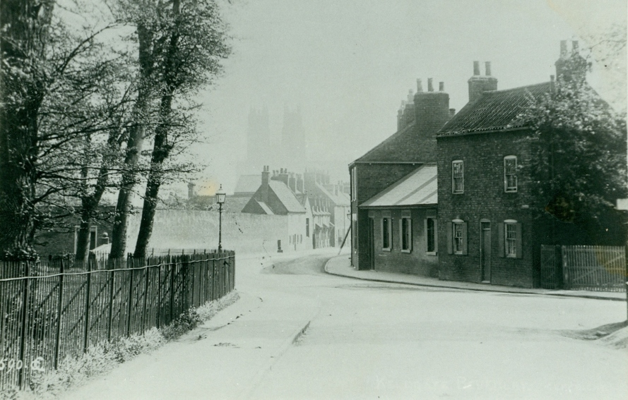 The corner of Keldgate and Queensgate from Cartwright Lane, Beverley c.1900 (archive ref PH5-1)