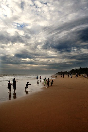 beach rain clouds waves run kerala trivandrum thiruvananthapuram sanghumugham seemakk