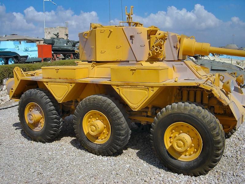 装甲車サラディン4