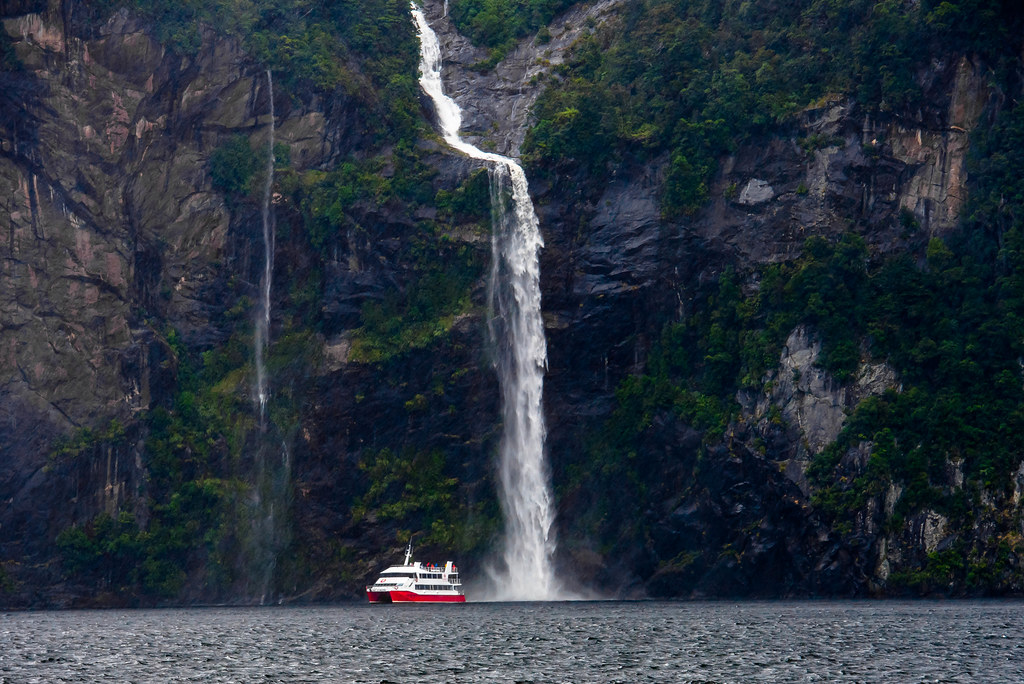 One Of The Four Sisters Waterfalls Milford Sound South Flickr
