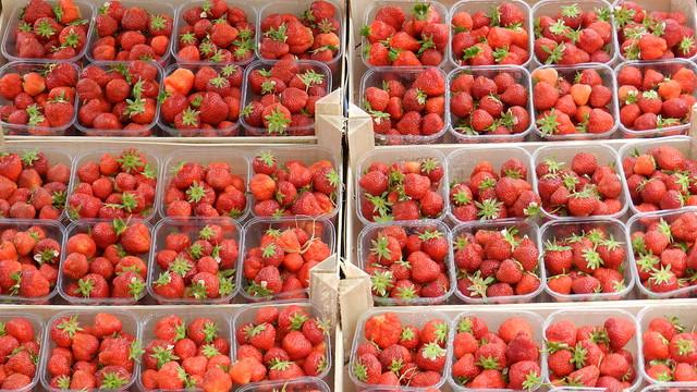 2012-06-06 Strawberries in Maastricht