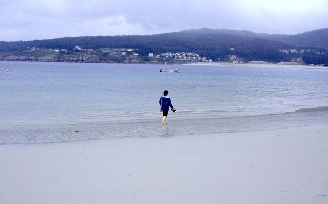 A dreamlike walk along the seashore