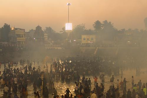 travel people sunlight india 50mm evening nikon asia religion holy event hinduism tamilnadu southindia nikond3200 travelphotography kumbakonam documentaryphotography niftyfifty indianheritage mahamaham2016 southindiankumbamela2016