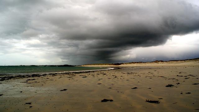 Threat on the beach - Saint Pabu Beach