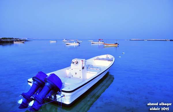 بحر هادئ و قوارب صغيرة .. Quite sea and small boats
