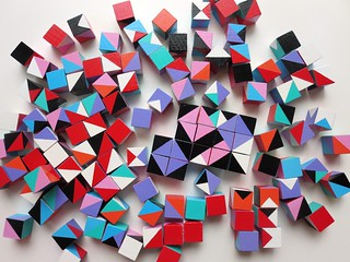 Set of 125 wooden colour blocks in bright colours.The blocks are 1 inch.