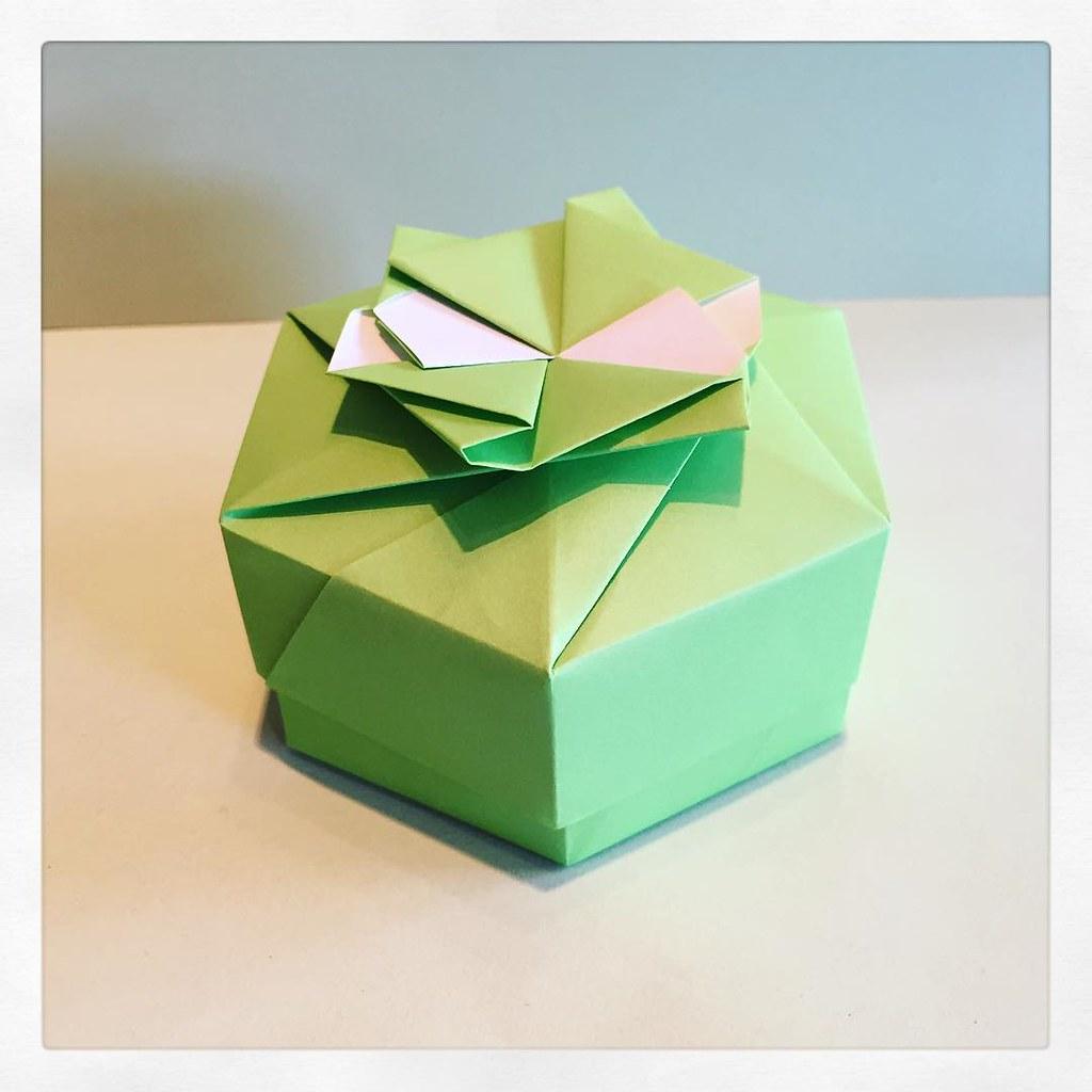 hexagon box designed by tomoko fuse  #modular #origami #box #green #