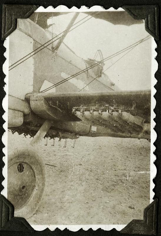 Archiv F239 Bomben am Flugzeug, 1930er