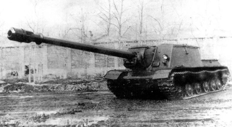 ISU-152 sammen med BL-10 eksperimentelle lang 152mm