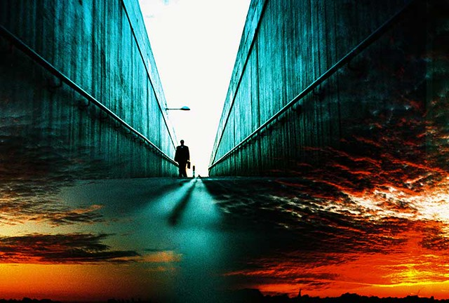 Lomo – into a blood red sky