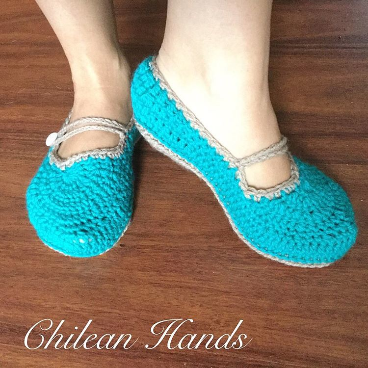 Made these yesterday using @whistleandivy pattern women's loafer slippers , although I changed the foot tops. Double soles are great! #slippers #comfy #crochet #cutecrochet #chileanhands