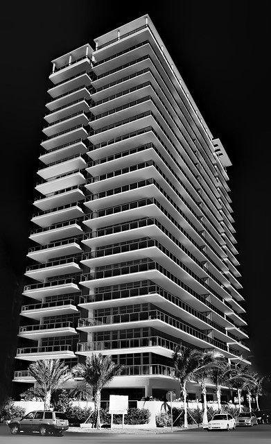 Caribbean South Beach, South Tower, 3737 Collins Avenue, Miami Beach, Florida / Architect: Kobi Karp Architecture & Interior Design / Completed: 2008  / Architectural Style: Modernism