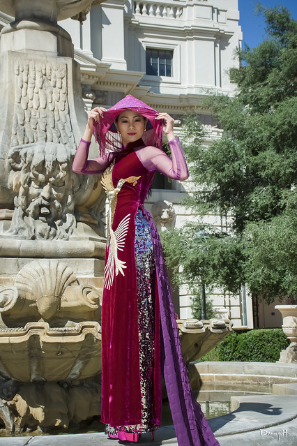 Red Vietnamese Traditional Dress Dao Dai Do Long Beach Carnevale Fashion Model Pasadena City Hall