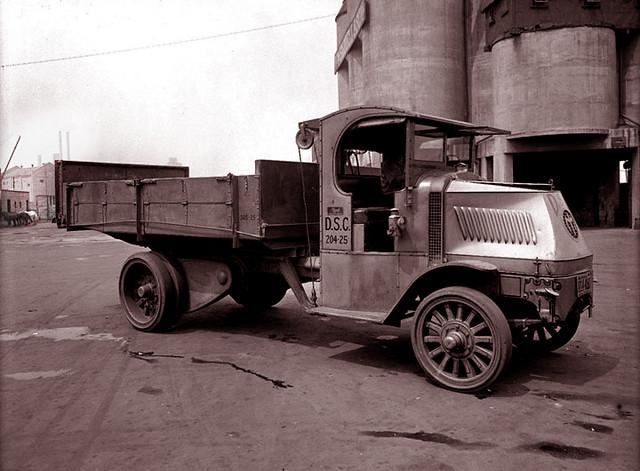 Chain-driven Mack truck -- 1920