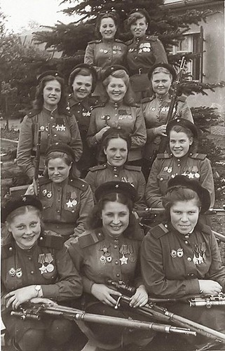Female Snipers of the 3rd Shock Army, 1st Belorussian Front - 775 confirmed kills in one photograph (1945) [916 x 1425] #HistoryPorn #history #retro http://ift.tt/1SCGjJu | by Histolines