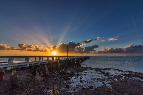 sun clouds sunrise dawn pier sunbeams wellingtonpoint sunsetsandsunrisesgold cloudsstormssunsetssunrises