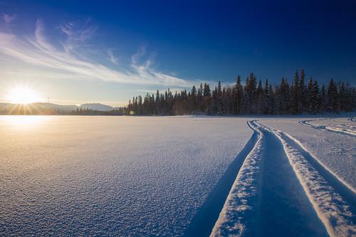 winter sunset lake ice finland finnland ruka vuosselijärvi