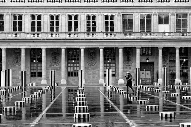 Paris : A woman in the Palais Royal   1/2  EXPLORE