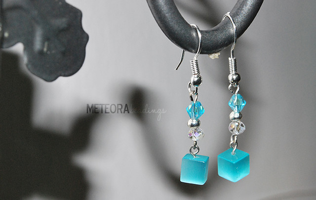 Earrings - Turqouise cubic-shaped beads and clear beads