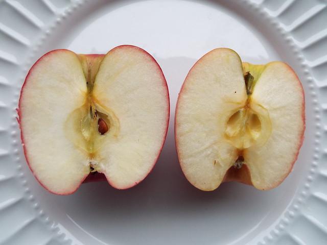 starr-140119-3238-Malus_pumila-Pink_Lady_fruit_in_half-Hawea_Pl_Olinda-Maui