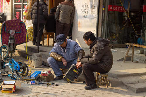 china street electric garage battery prc 中国 lianyungang 中华人民共和国
