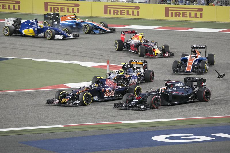 F1 race - Kvyat passing Vandoorne