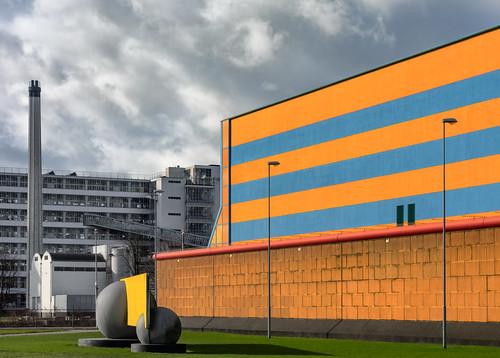 blue windows chimney sculpture orange wall facade rotterdam factory prison greysky vannelle carelweeber hww deschie nederlandvandaag greycontrast