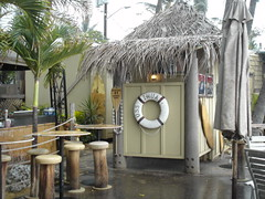 Huggo's restroom is straight out of Gilligan's Island